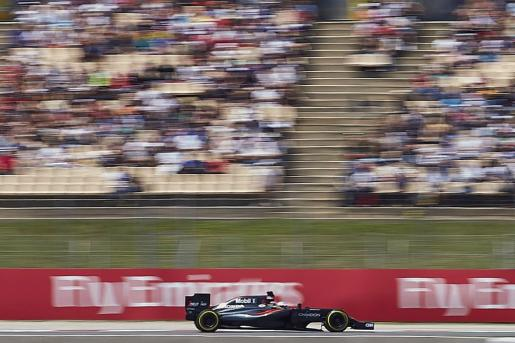 El piloto español Fernando Alonso (McLaren) durante los entrenamientos clasificatorios del Gran Premio de España de Fórmula 1.