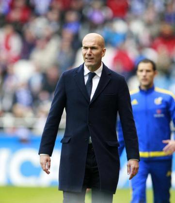El entrenador francés del Real Madrid Zinedine Zidane durante el partido frente al Deportivo.