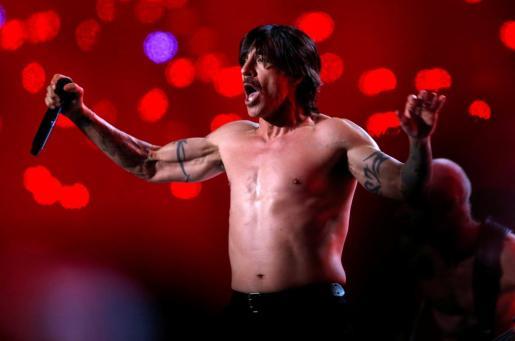 El cantante de Red Hot Chili Peppers, Anthony Kiedis, durante un concierto.