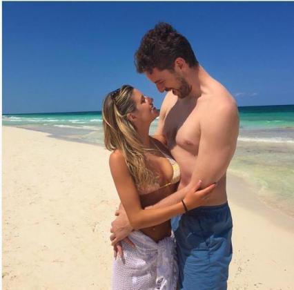 Esta es la imagen de la pareja que el propio Pau Gasol ha subido a su cuenta de Instagram.