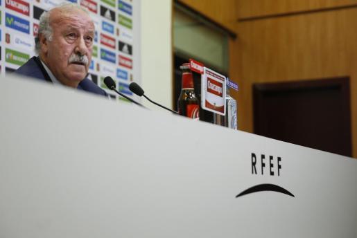 El técnico de la selección española de fútbol, Vicente del Bosque, durante la rueda de prensa en la que ofreció la lista de convocados para la Eurocopa de Francia 2016, este martes en Las Rozas.