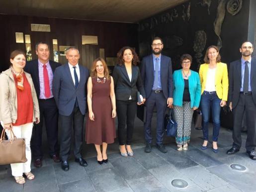 Las delegaciones de los gobiernos de Balears y Canarias unen esfuerzos en materia de financiación y atención a la insularidad.
