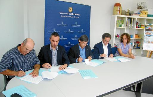 Cànaves, Tauler, Thomàs, Pomar y Arbona, ayer durante la firma del convenio.