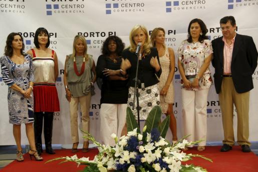 Al acto, que fue presentado por Nieves Herrero y Miriam Waimberg, se sumaron Michelle McCain y Victoria Maldi, así como la directora del centro comercial.