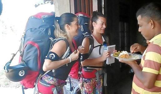 Rocío y Carol en un momento del concurso.