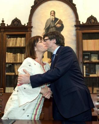 El presidente de la Generalitat de Catalunya, Carles Puigdemont (d), y su homóloga de Baleares, Francina Armengol, se reunieron la semana pasada en la Isla.