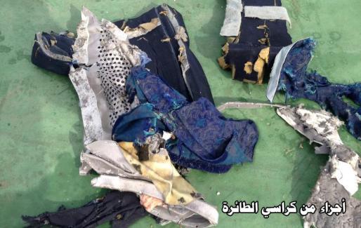 Restos hallados del avión de EgyptAir.
