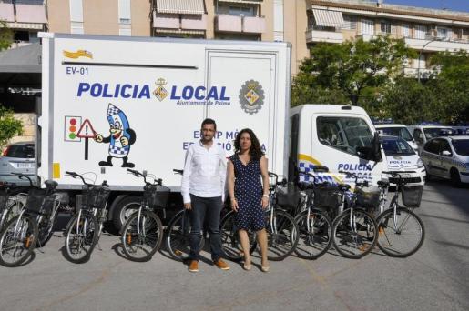El regidor de Mobilitat, Joan Ferrer, i la regidora de Seguretat Ciutadana, Angèlica Pastor.