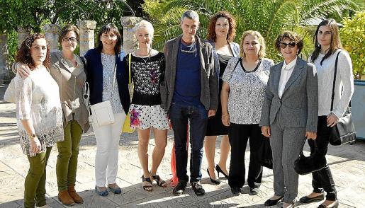 Reyes Marín, Maite Haro, Ana Pérez, Inma Díez, Manuel Muñoz, Mari Carmen Rodríguez, Maribel Serra, Elena Delgado y Antònia Nigorra.
