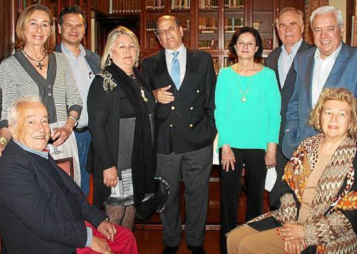 Arturo Melgar, May Fernández de la Puente, Javier Asúa, Pepa Noguera, Nacho Deyá, Mayte Espinola, Xim Cotoner, Jaime de España y Magdalena Alcover.