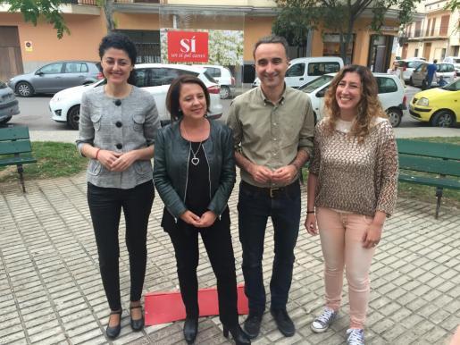 Pere Joan Pons junto a Sofía Hernanz y Natàlia Troya, en un acto en Manacor.