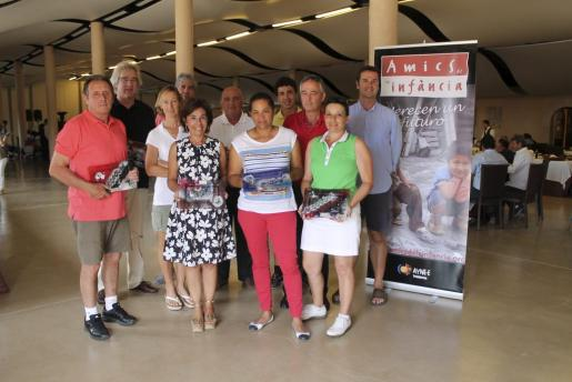 Los ganadores de la pasada edición del Torneo de Golf Vall de Sóller, durante la entrega de premios.