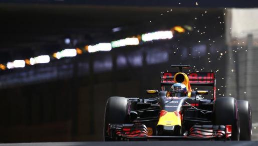 El piloto de Red Bull Daniel Ricciardo conduce su monoplaza durante la sesión de clasificación del Gran Premio de Mónaco de Fórmula 1.