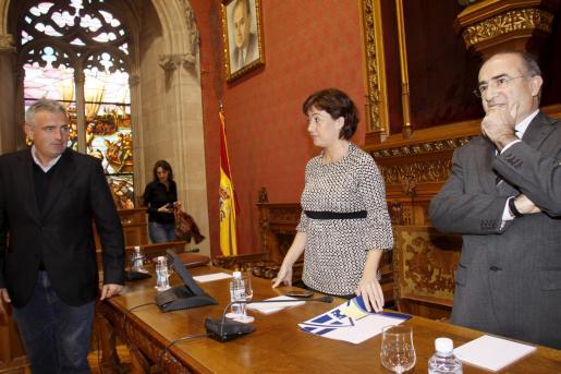 Francina Armengol y Jaume Font durante el Pleno del Consell.