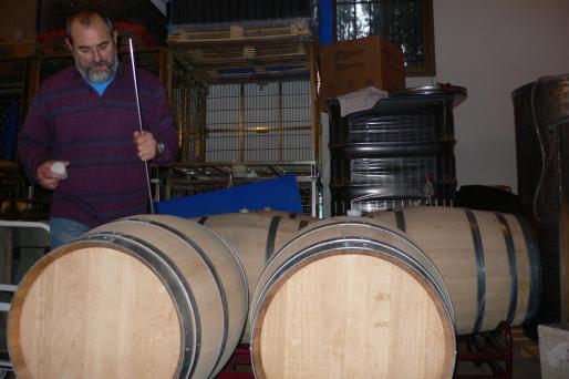 Miquel Jaume empezó a elaborar vino de sus propios viñedos en el año 2000.