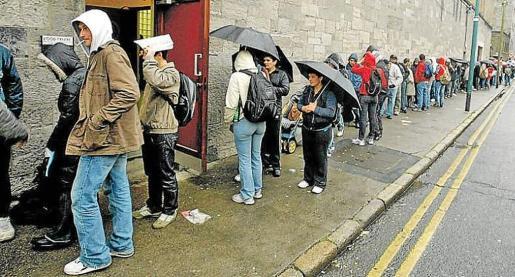 Desde hace años, se pueden ver colas en los comedores sociales de Ciutat.