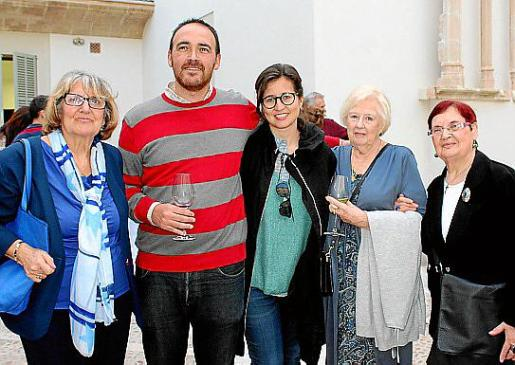 Mari Carmen Piña, Alejandro Ysasi, Aina Hevia, María Ysasi y Coloma Bonnín.