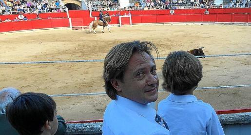 Una de las fotos que Jorge Campos, con sus hijos en el festejo de Inca, colgó en Twitter.