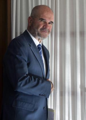 El expresidente de la Junta de Andalucía, Manuel Chaves, entre 1990 y 2009, tras su comparecencia ante la comisión de investigación del Parlamento andaluz, en Sevilla, que trata de depurar las responsabilidades políticas del presunto fraude de las ayudas a los cursos de formación.