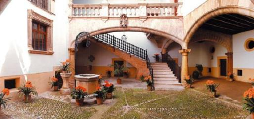 Imagen del patio del casal de Can Olesa.