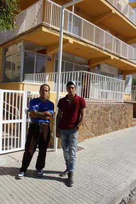 Mousa y Ahmd, en la Platja de Palma.