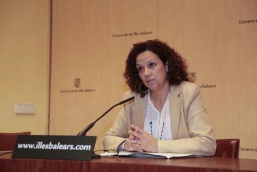 La consellera de Hacienda y Administraciones Públicas, Catalina Cladera, durante una rueda de prensa.