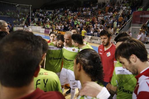 Los jugadores del Palma Futsal tras la tanda de penaltis.