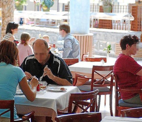 La detenida actúa en bares y restaurantes de Palma.