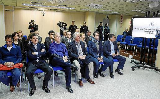 Imagen del banquillo de los acusados del 'caso Nóos' en los primeros días del juicio.