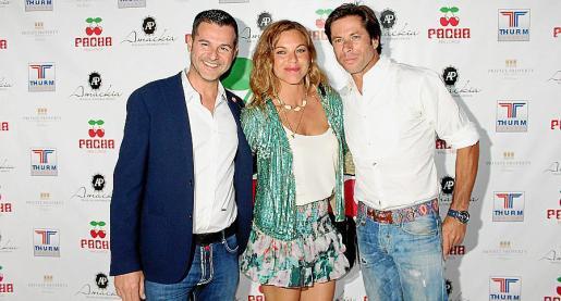 El director de Pachá Mallorca, Chus Iglesias; la organizadora de eventos María Juan de Senmenat y el torero José Antonio Canales Rivera.