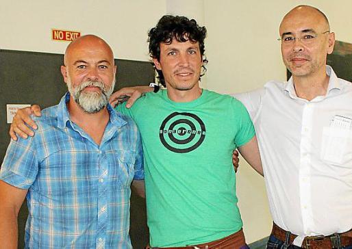 Carlos Sunyer, Garo Azkue, ingeniero y guía de alta montaña; y Biel Sunyer.
