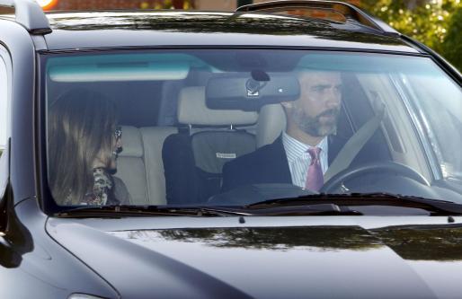 Los Príncipes de Asturias han acompañado esta mañana a sus hijas, las infantas Leonor y Sofía, a su primer día de clase en el colegio Santa María de los Rosales.