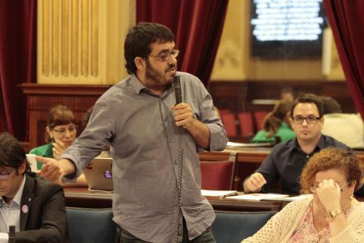 El conseller de Medi Ambient, Vicenç Vidal, en el Parlament.