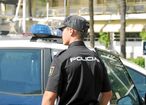 Una patrulla de la Policía Nacional acudió al domicilio y detuvo al padre.