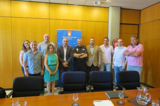 Representantes sindicales y del Ajuntament tras la firma del acuerdo para la regulación de las condiciones laborales de la Policía Local.