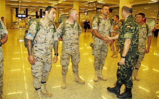 El comandante general de Balears, Mariano Estaún, acudió a despedir a los militares.