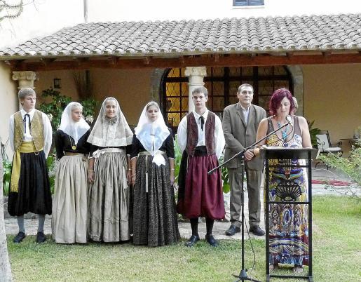 Los 'vermadors' acompañan a las autoridades en la presentación de la Festa des Vermar.