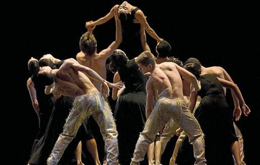 Escena del espectáculo de la Compañía Nacional de Danza 2 y escena de 'Escenes d'un matrimoni'.