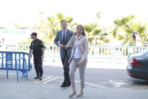 Cristina de Borbón e Iñaki Urdangarin, a su llegada este viernes al juicio del caso Nóos para escuchar las calificaciones de las acusaciones.