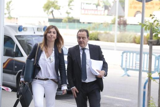 Los fiscales Ana Lamas y Pedro Horrach, a su llegada este viernes a la sede de la EBAP.