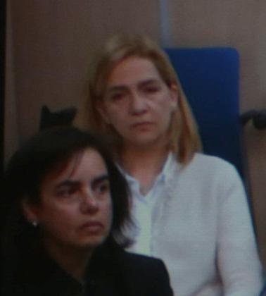 Cristina de Borbón y Ana María Tejeiro, en la sala del juicio del caso Nóos este viernes.