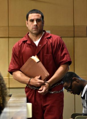 El español Pablo Ibar llega a comparecer este viernes 10 de junio de 2016, ante el nuevo juez asignado a su caso, Raaj Singhal, quien expresó su deseo de agilizar la celebración del juicio que debe celebrarse en su contra tras la anulación de la condena a la pena de muerte que pesaba sobre él por la muerte de tres personas.