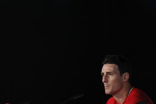 El delantero de la selección española de fútbol Aritz Aduriz, durante la rueda de prensa de este viernes en la Isla de Ré.