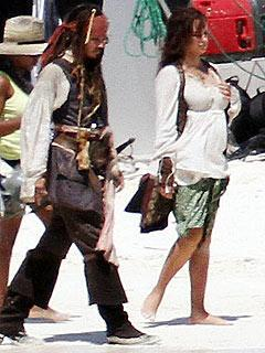 Penélope Cruz, durante un momento del rodaje de «Pirates of the Caribbean: On Stranger Tides», junto a Johnny Depp.