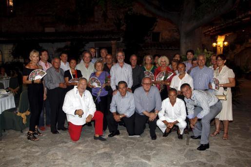 Imagen de grupo de los participantes en la reunió y cena del Club Epicur en Son Térmens.