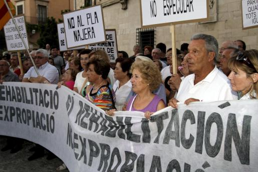 Los vecinos y comerciantes se oponen a las expropiaciones y derribos previstos en el plan de Reforma de Playa de Palma.
