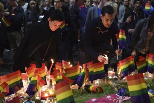 Hasta Australia ha llegado el recuerdo a las víctimas de la matanza en una discoteca gay de Orlando.