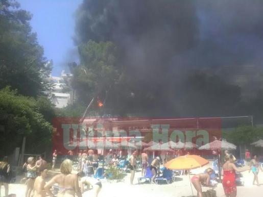 Incendio de un autobús en Illetes.
