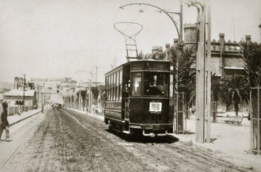 El 1 de julio de 1916 entró en funcionamiento en Palma el primer tranvía eléctrico, un hecho que cambió el concepto de transporte urbano en la ciudad.