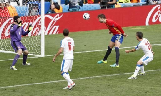 Football Soccer - Spain v Czech Republic - EURO 2016 - Group D - Stadium de Toulouse, Toulouse, France - 13/6/16  Spain's Gerard Pique scores their first goal   REUTERS/Vincent Kessler  Livepic SOCCER-EURO-ESP-CZE/